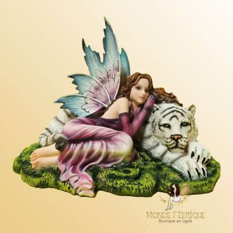fée avec tigre blanc