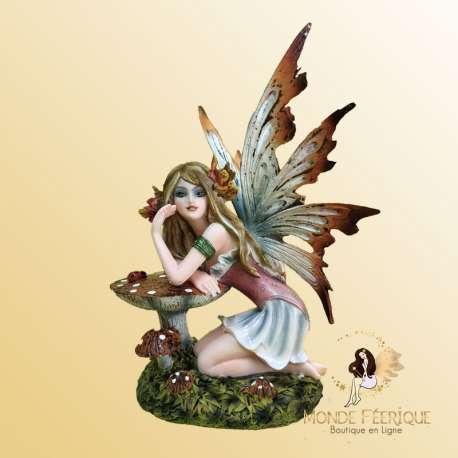 figurine de fée avec champignon
