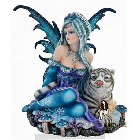 figurine de féé avec lion.