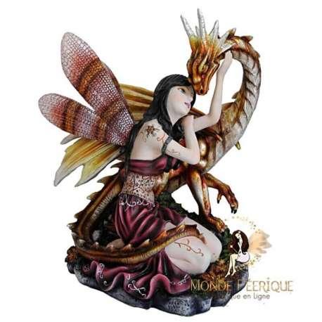 fée geante avec un dragon