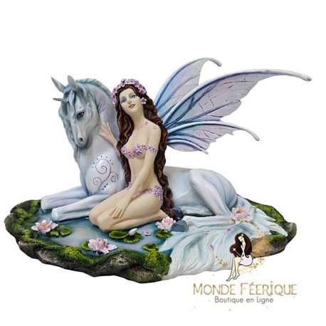 statue de fée avec licorne