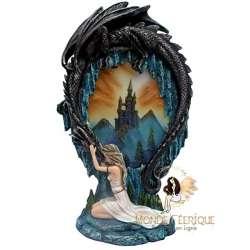 Statuette de fee avec un dragon